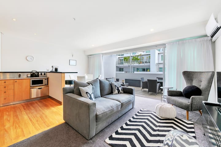 Princes Wharf Boutique Deluxe Apartment