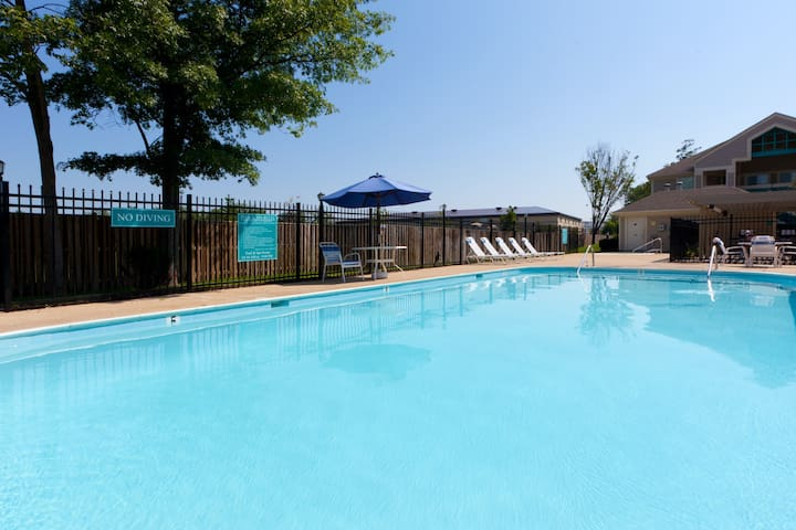 Mobile Accessible Suite with FREE Airport Shuttle and Daily Breakfast! Seasonal Pool Access Included