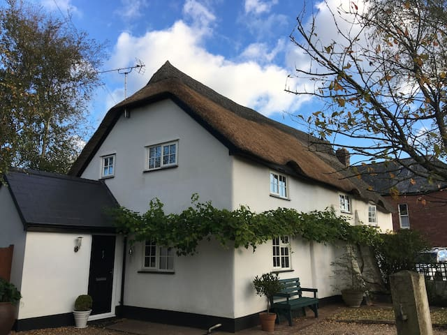 Ann's Platt - Charming thatched cottage nr Topsham