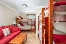 Bunkroom with pullout couch for that extra guest