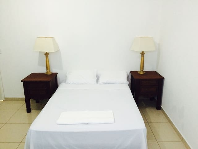 Clean private room @ Palmira Hostel - Palmira - Dom