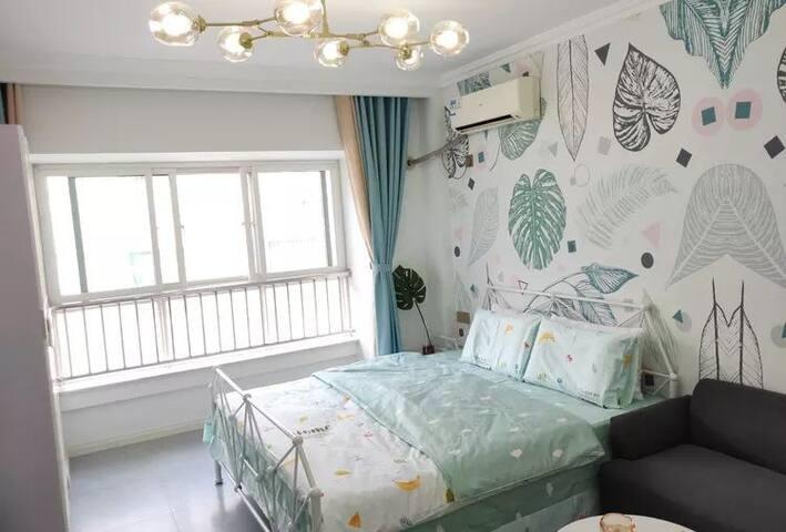 丁香公寓411:美食街、万象汇、火车站中间,宜家家具、乳胶弹簧大床,整租。