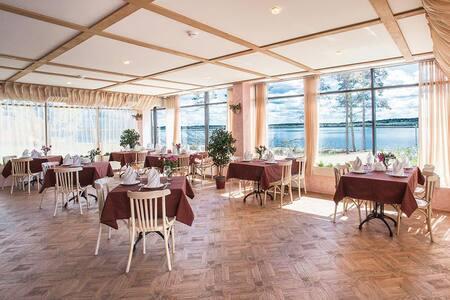 Уютный отель в живописном месте по доступной цене.
