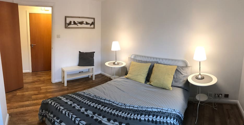 2 x double bed luxury flat on the river