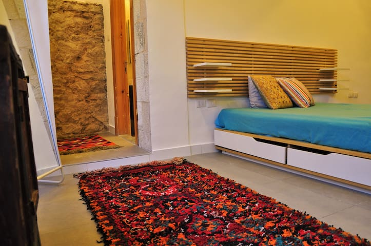 Stylish Central Amman Home--Steps to Rainbow St.!