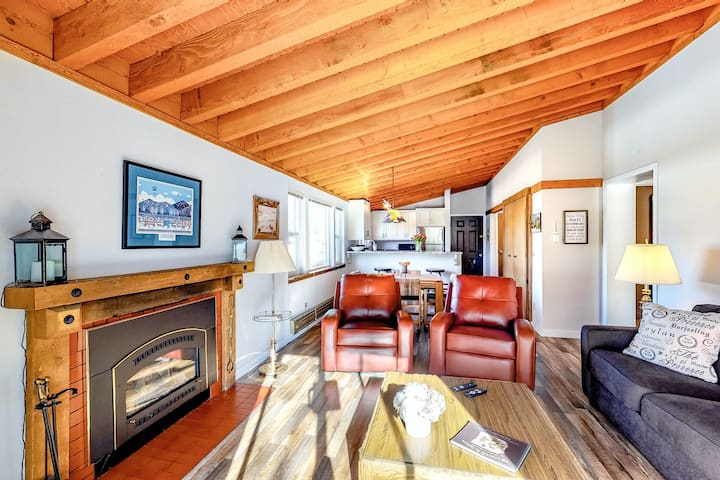 Ski-in/ski-out condo w/ free WiFi, private washer/dryer, & an electric fireplace