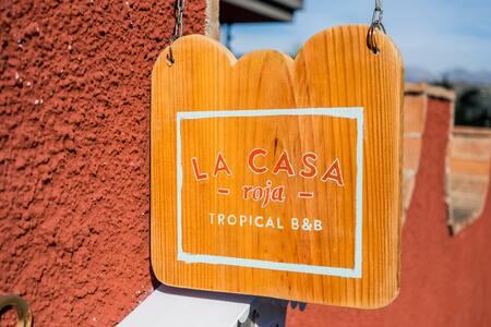 La Casa Roja Tropical B&B-Mango - อัลมูเญกา - ที่พักพร้อมอาหารเช้า