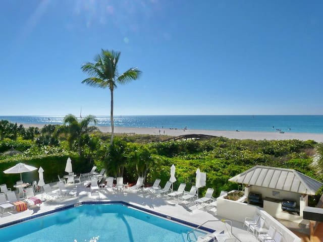 Cozy beachfront condo w/ heated pool, hot tub & an amazing ocean view