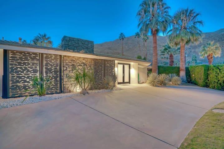 Mid Century Mod Retreat - Palm Springs - House