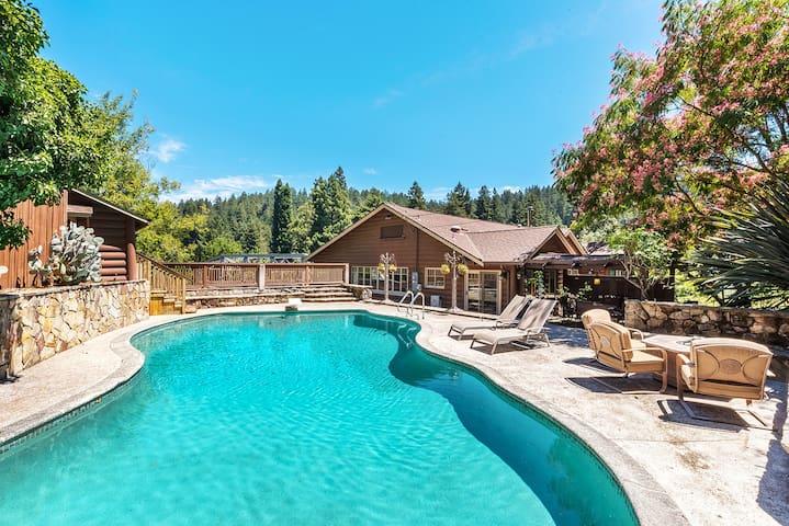 4BR Rocktop Lodge w/ Pool & Hot Tub