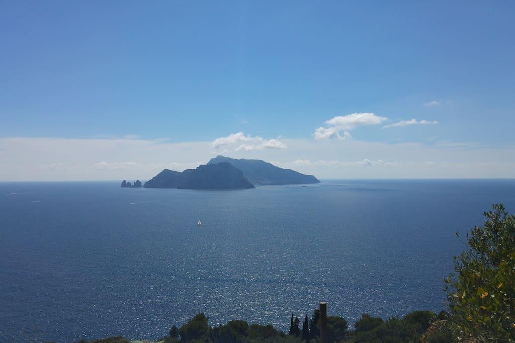 isola di Capri.....veduta da Termini.