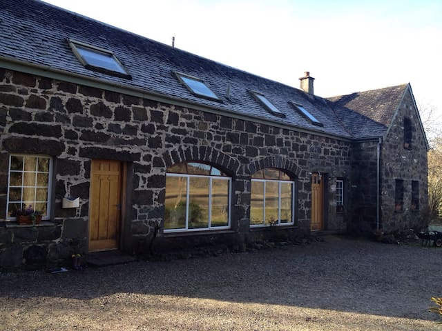 Apartment in Coachouse with Loch Views nr Oban - Oban - บ้าน