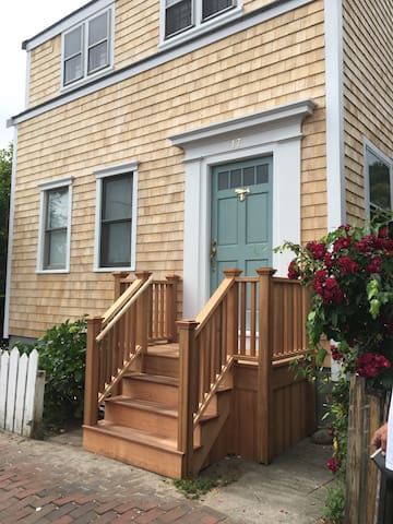 Single family house right in town! - Nantucket - Huis