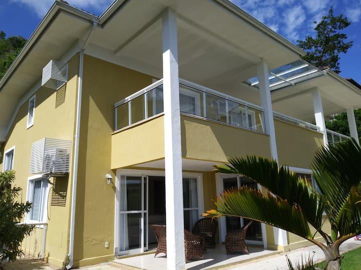 Casa perto mar e montanha c 4 suítes e t conforto