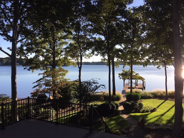 Luxurious Lake Norman Retreat Close to Everything!