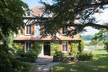 Villa hauteur Deauville : Piscine Vue Mer/Campagne