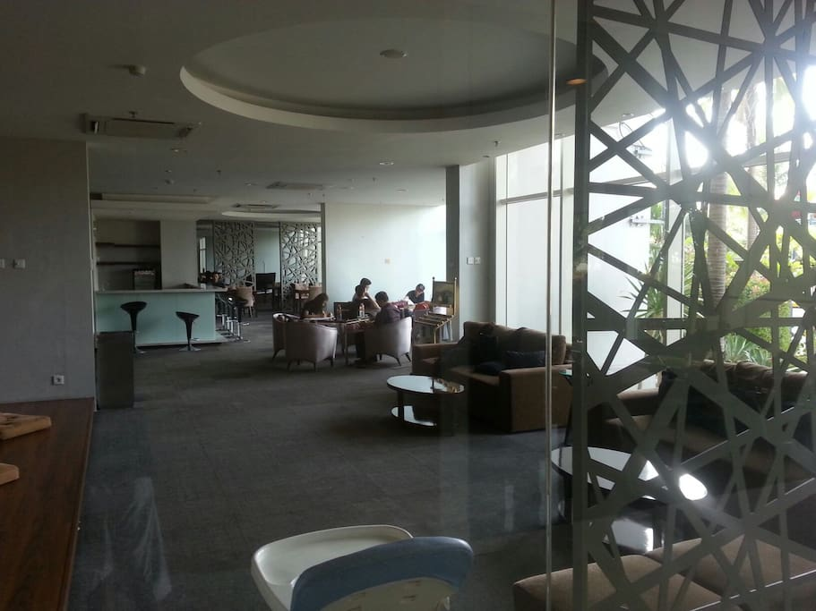 the private lobby for the residence. all wifi available on the area