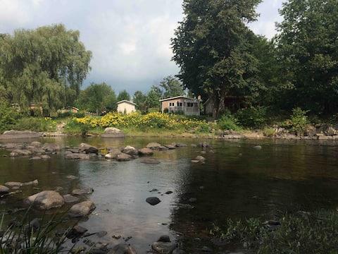 Pont couvert, au son de la rivière !