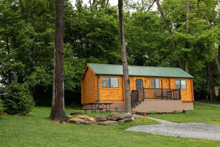 Country Acres Campground Deluxe Cabin
