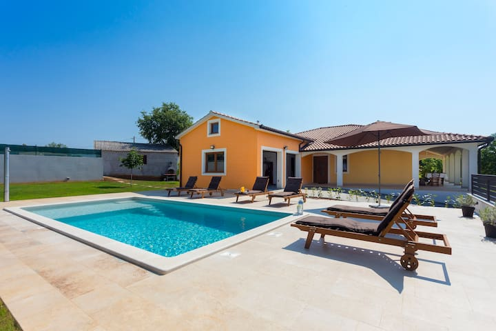 Beautiful Villa Anavi with private pool and garden