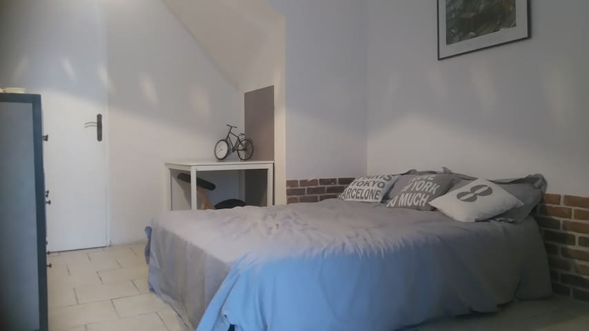 Center La Rochelle, cosy bedroom, private bathroom