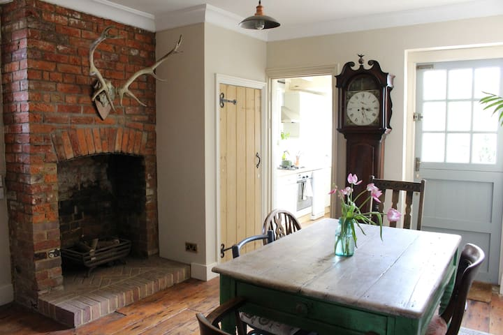Characterful 3 bed cottage with period features