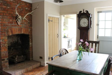 Characterful 3 bed cottage with period features - Amersham - 独立屋