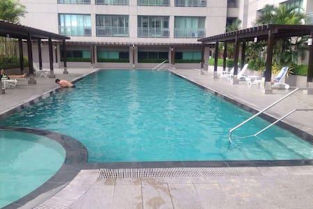 2BR Condo across Shangrila Hotel - มันดาลูยองซิตี้ - (ไม่ทราบ)