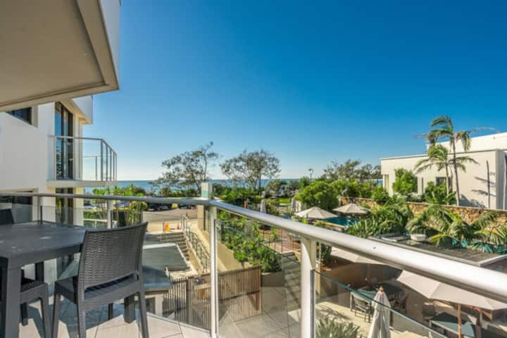 Deluxe 2 Bed Apartment with Stunning Ocean Views