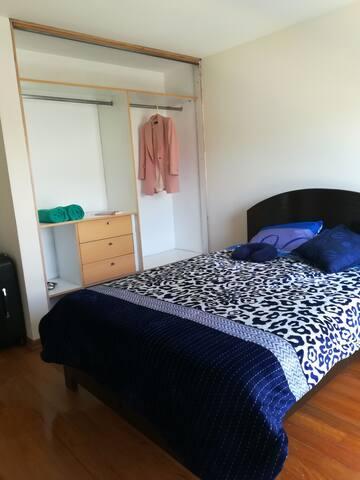 Habitación grande, limpia y linda en la mejor zona
