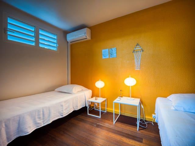 Chambre 3, climatisation, 2 lits simples Lodge Coco Deshaies