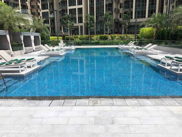 ☆☆☆☆☆ Spacious NEW 2BR apartment with Pool and Gym