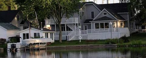 4 Bedroom Lake House Large Deck