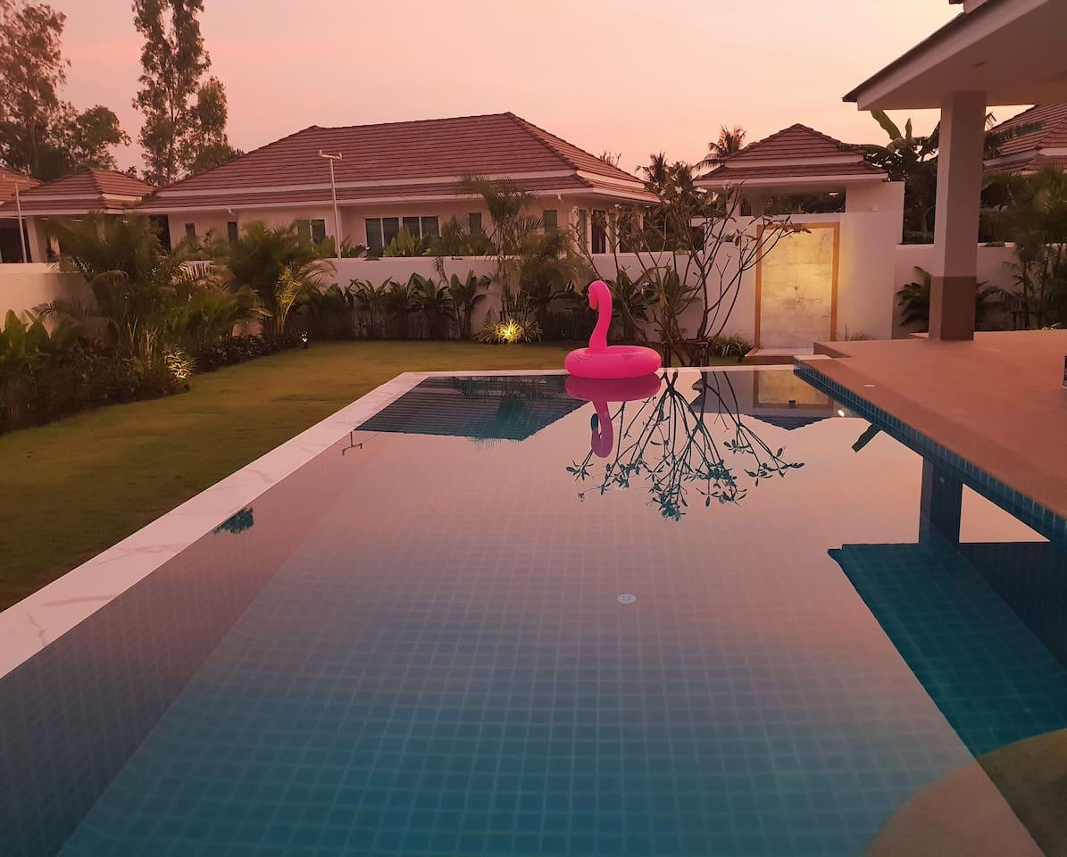 Unique luxury infinity pool villa at Hua Hin!