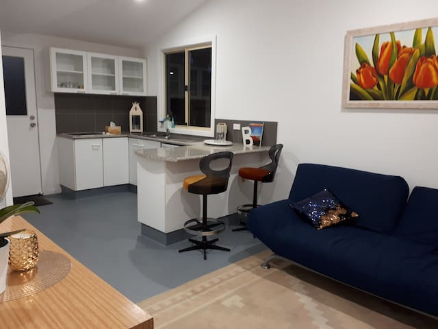 Cosy 1 Bedroom Apartment in Sydney's north