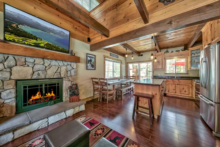Secluded Mountain Home with Fireplace, Near Skiing
