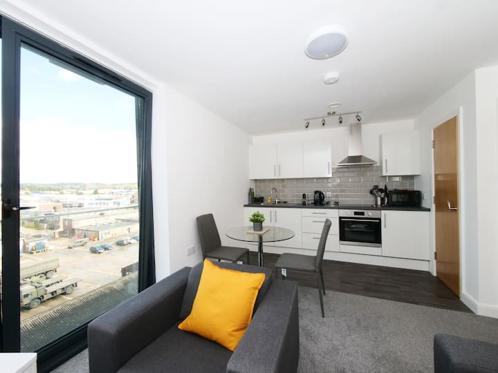 Quality 2 bedroom apartment with parking
