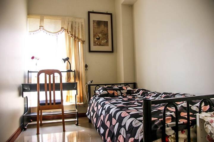 Lovely Single Stanhope Garden Room!