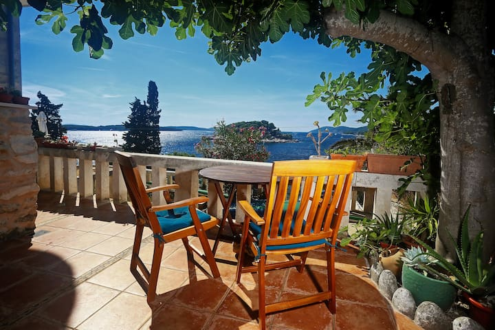 Beachside Bungalow Studio - HVAR