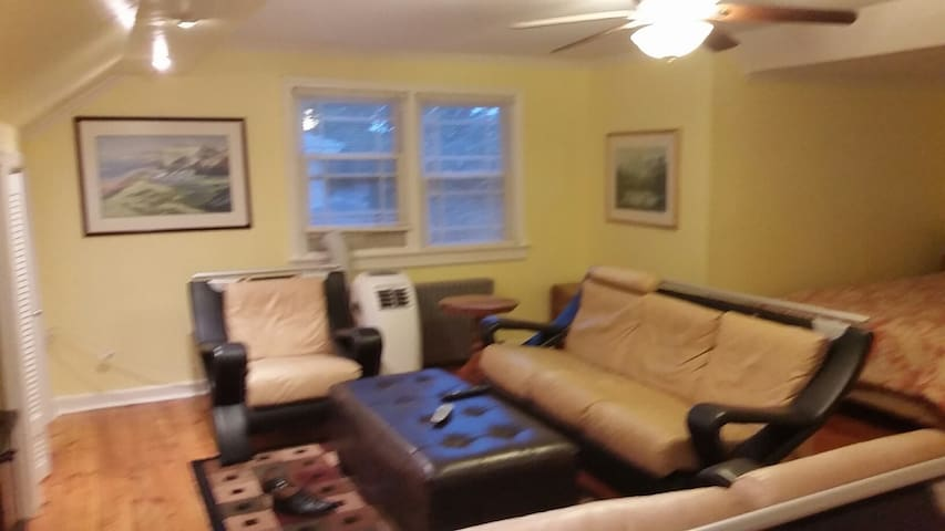 Fair Lawn 1bdrm apt,wi-fi,TV,kitch,parking,pvt ent