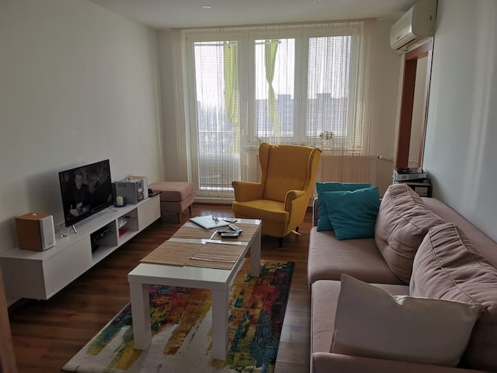 Nice flat near Lake /15min  to Arena/ (4rooms)