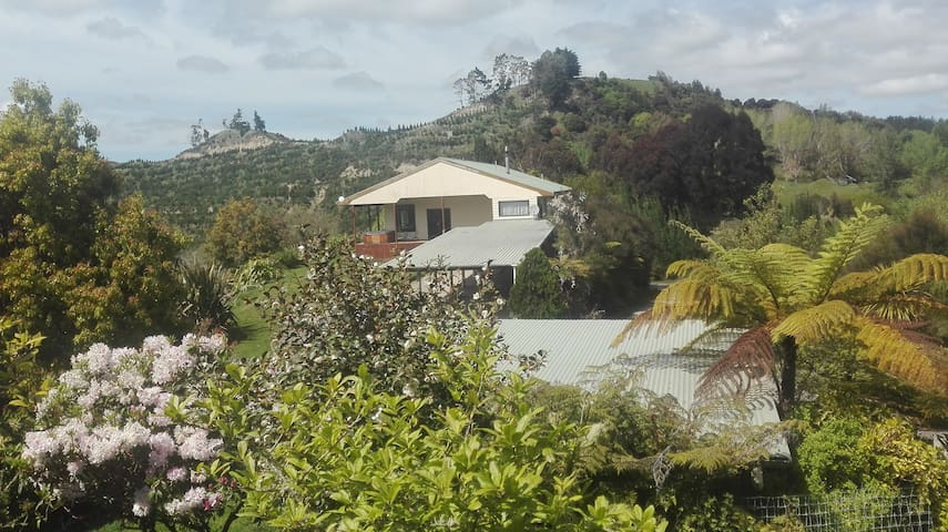 Hunterville Home with a view