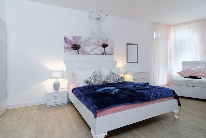 BIG 3ROOMS Central City Aprt. Mitte