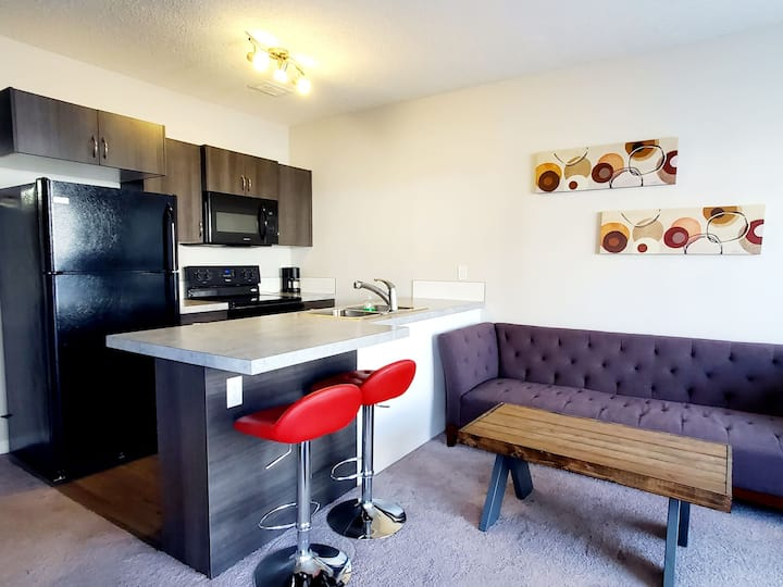 Cozy, modern, comfortable - amenities close by