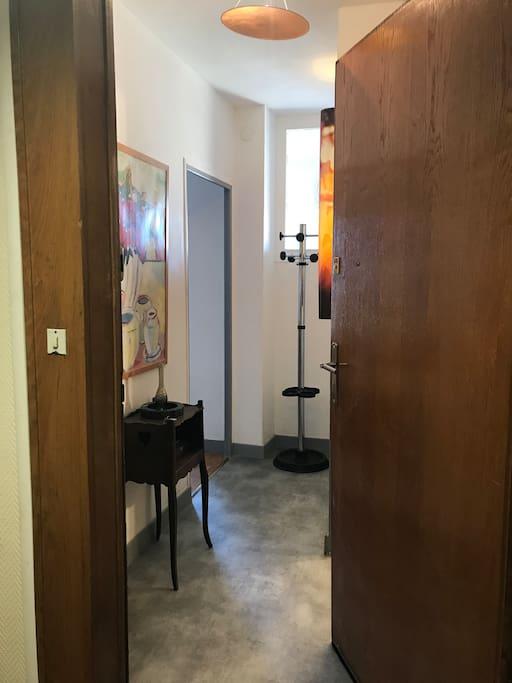 dijon studio plein centre vue ouest 7 jours mini appartements louer dijon bourgogne. Black Bedroom Furniture Sets. Home Design Ideas