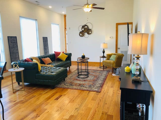 Retro Downtown Loft Overlooking the James River