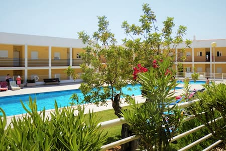 Lovely quiet Apartment with pool, walk to beach
