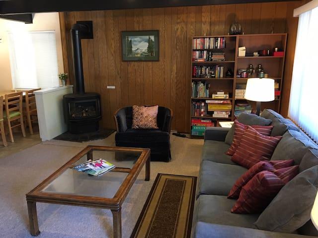 Classic Carnelian Bay Log Cabin in Lake Tahoe