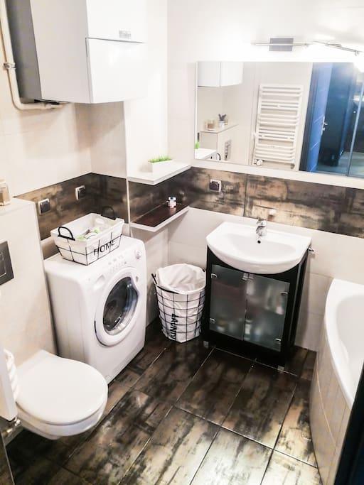 Fully equipped bathroom / w pełni wyposażona łazienka