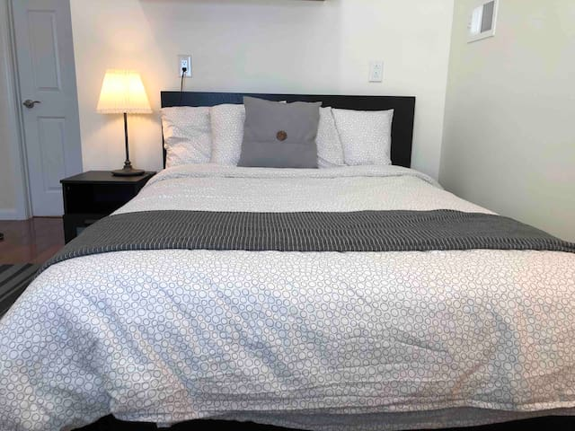 Cozy Room E with private bathroom in Portola, SF